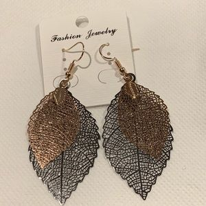Jewelry - New Rose gold tone and black multilayer earrings.